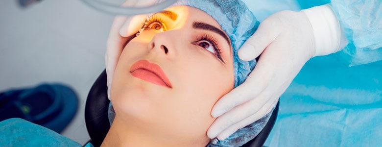 Treatment of corneal abrasion